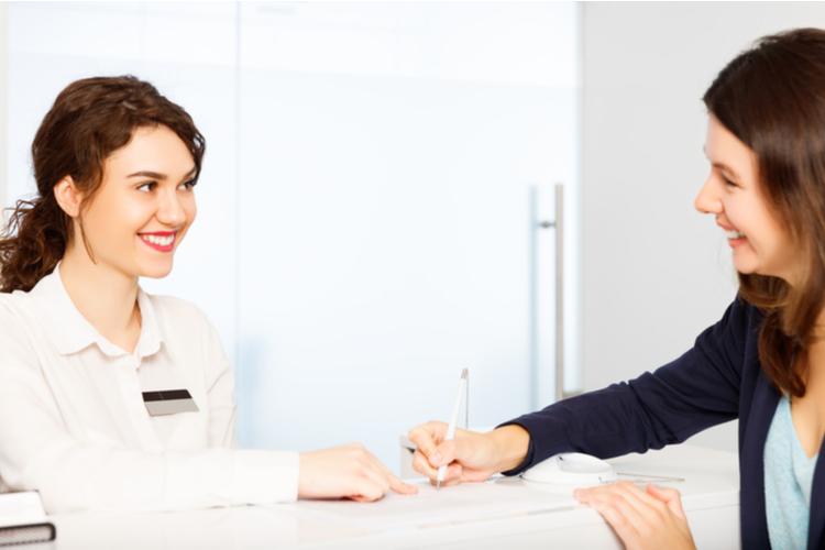 受付に英語は必要?外国人のお客様の対応やマナーについて